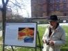 Wolfgang Gerster erklärt die Ausstellung.