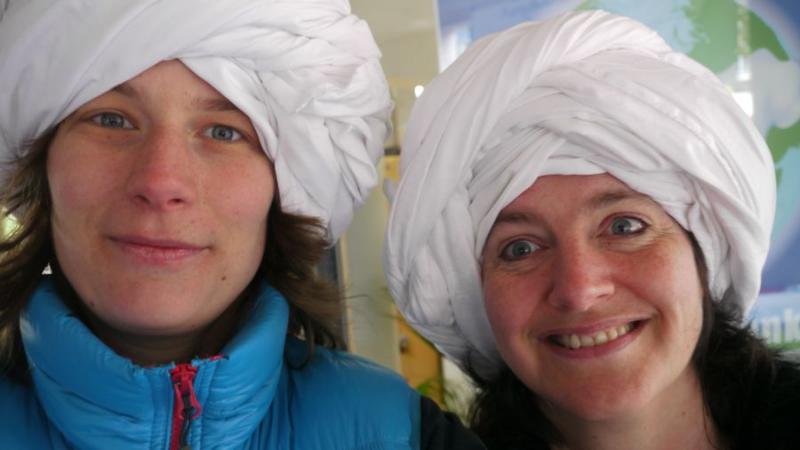 Jula-Kim Sieber und Birgit Becker mit KonzeptionsteamTURBAN - natürlich ein Bettlaken.