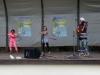 In Castrop-Rauxel wurde julakim von 2 Hulahubtänzerinnen unterstützt.
