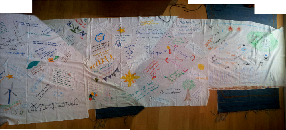 während der Nachhaltigkeitstage 2014 entstanden erreichte uns das erste SCHON ZUSAMMENGENÄHTE Dreierbettlaken!